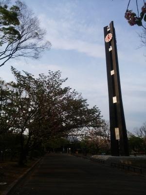 憲政記念会館前、、三権分立を象徴する時計台です。